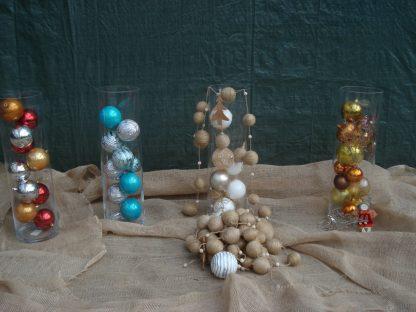 Foto van Glazen cylindervaas met ballen